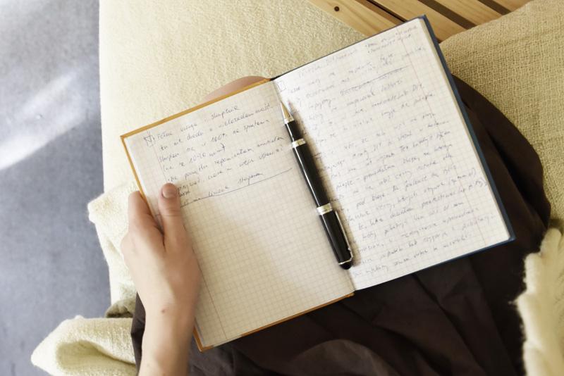 notes przy łóżku ftrd