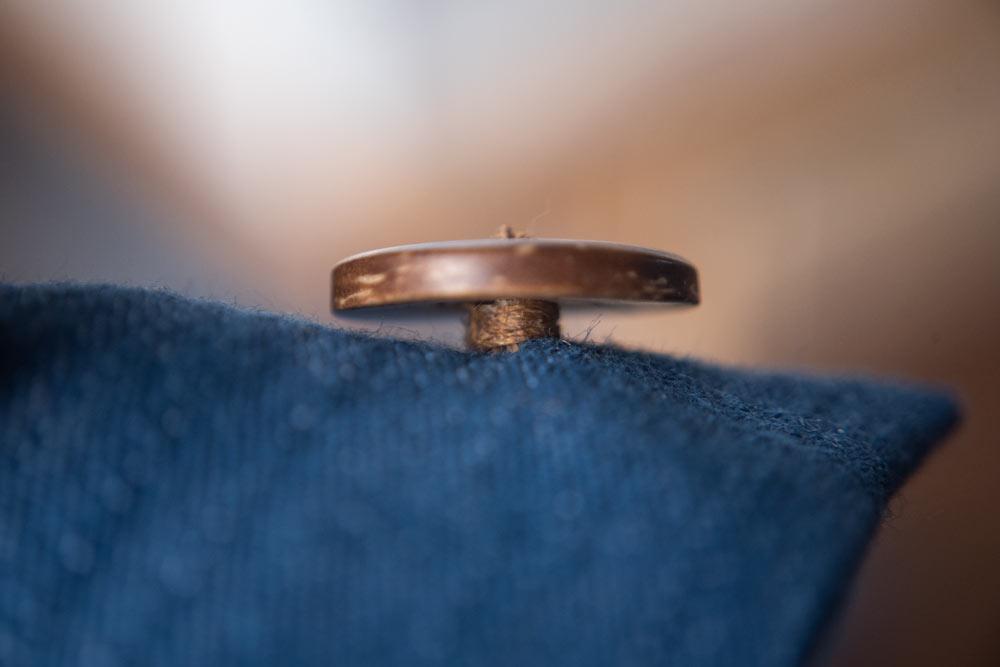 jak przyszyć guzik - elementy tradycyjnego krawiectwa męskiego