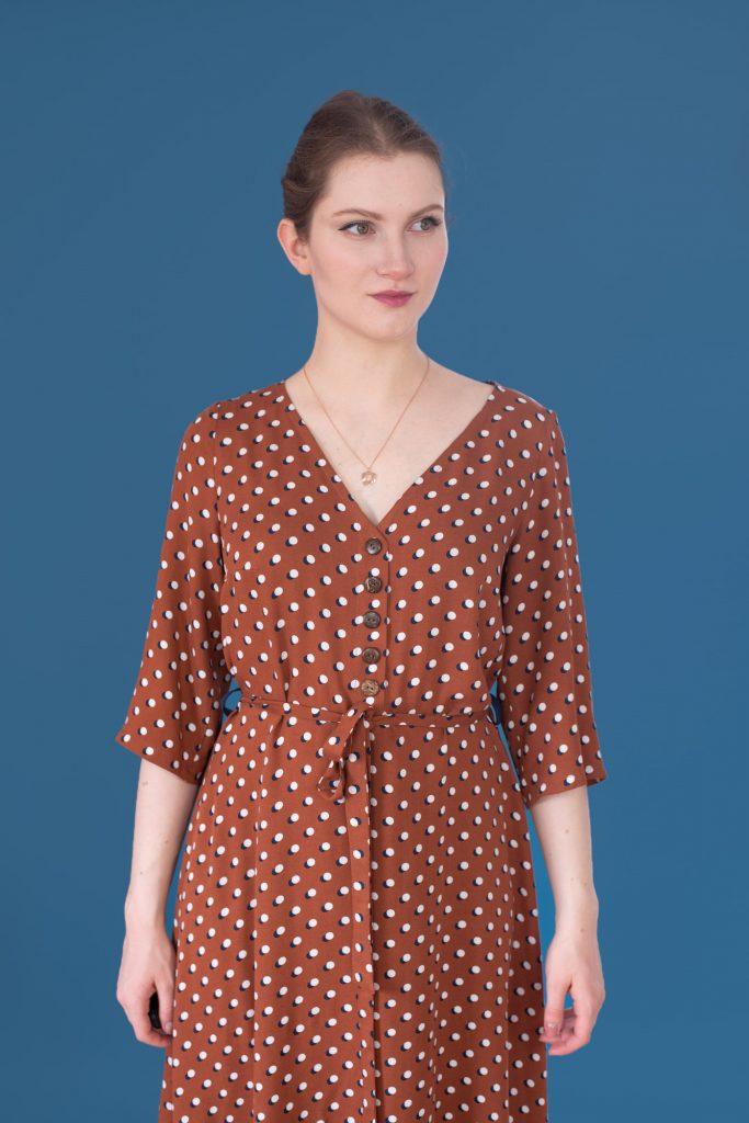 Sukienka Swobodna wersja B - z dekoltem w serek V