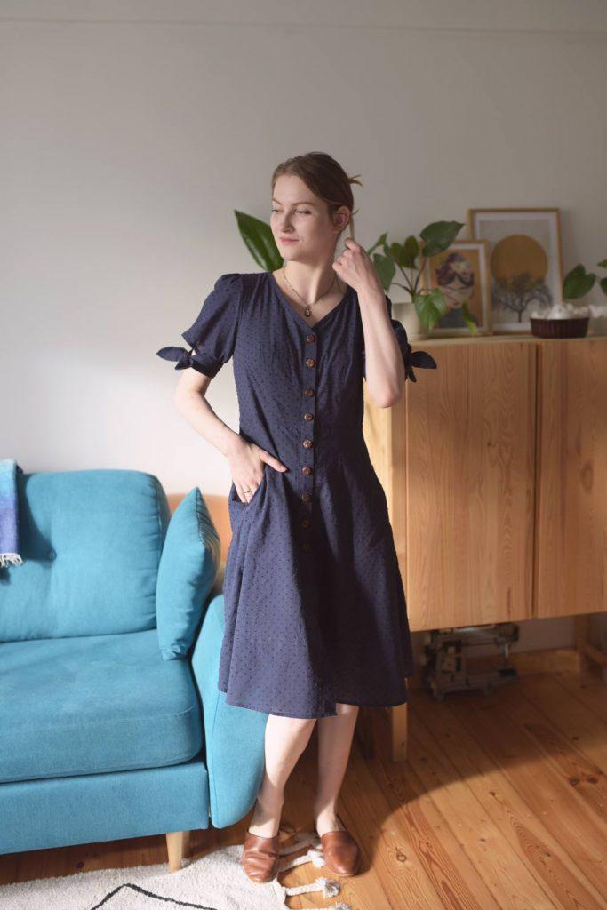 Sukienka Swobodna - kieszenie w szwie francuskim